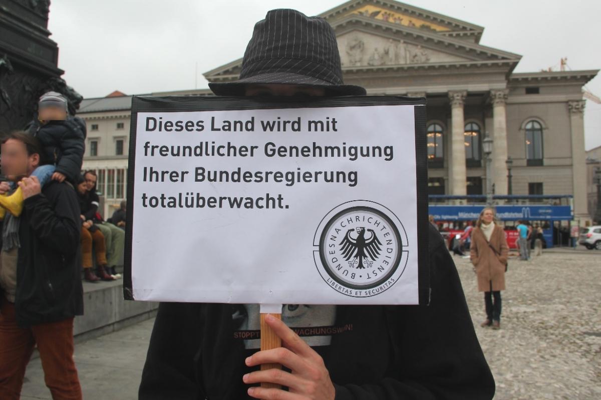 Gegen_Ueberwachung_FSA_2015_Muenchen_Stefan_sekor_Koerner_Piraten_2